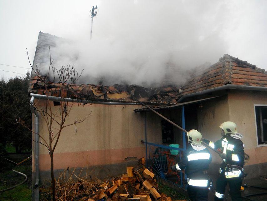 családi ház (tűz, )
