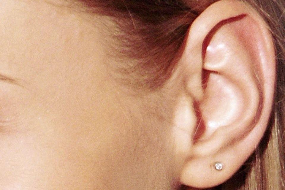 fül (fülbevaló, )