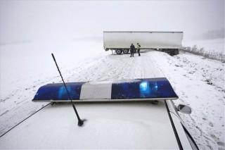 havazás,  kersztbe fordult kamion (kamionbaleset, )
