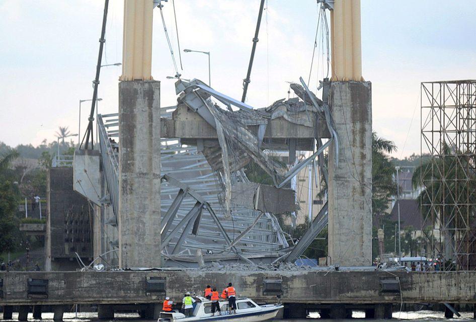 hídomlás Indonézia (leszaskadt híd, összedőlt híd, híd)