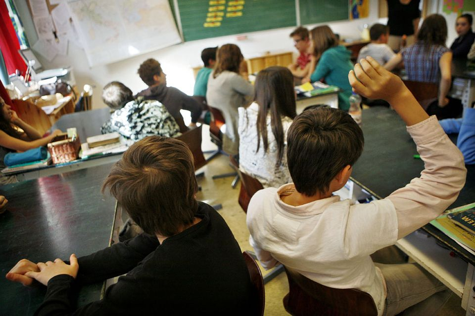 iskola (iskola, )