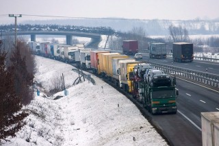 kamionok Zalában (kamion, vesztegel, Zala, szlovén határ, havazás, )