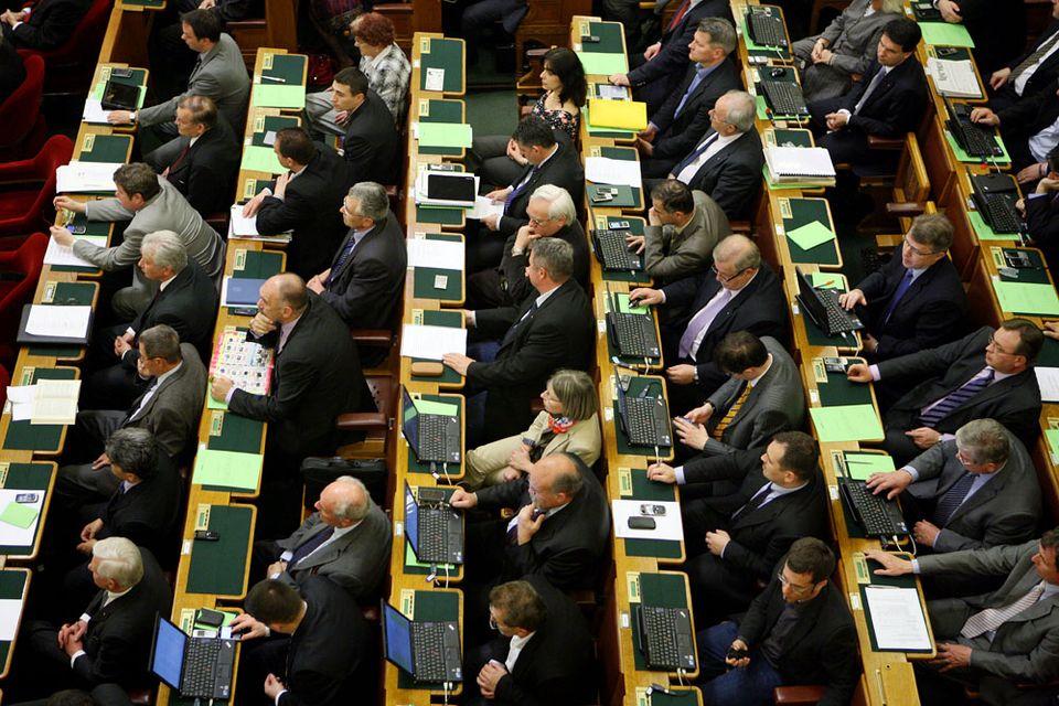 kepviselok(960x640)(1).jpg (képviselők, parlament, )