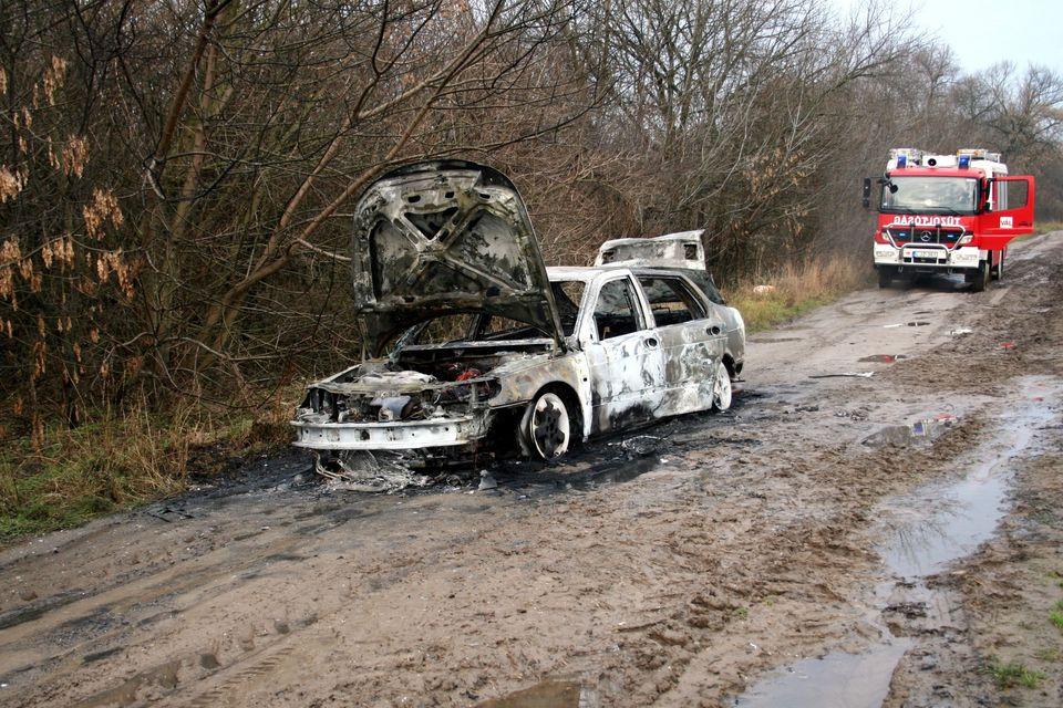 Kiégett autó (katasztrófavédelem, tűz, autó, )