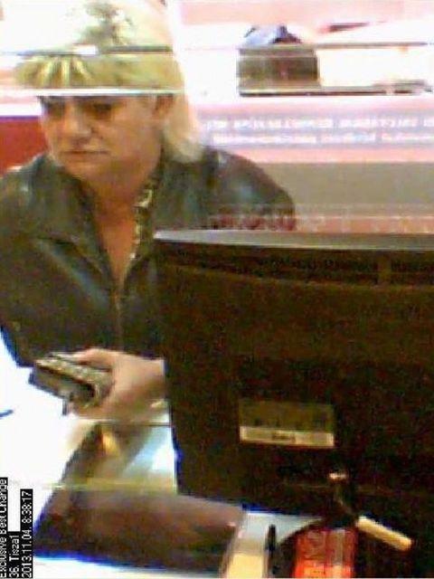 körözött nő (körözött nő, mobil lopás)