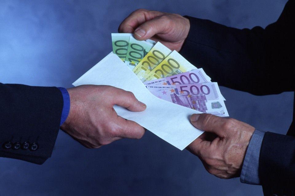 korrupció (korrupció, pénz, euro)