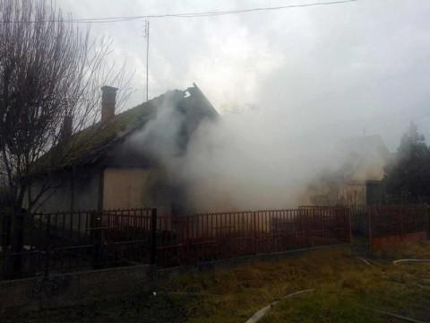 leégett ház (leégett háztető, )