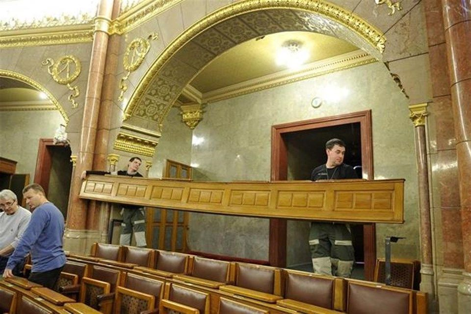 parlament(1)(960x640).jpg (parlament)