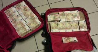 Egymillió euró (euró, bőrönd, készpénz, )
