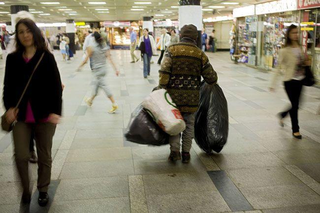 hajléktalan (hajléktalan)
