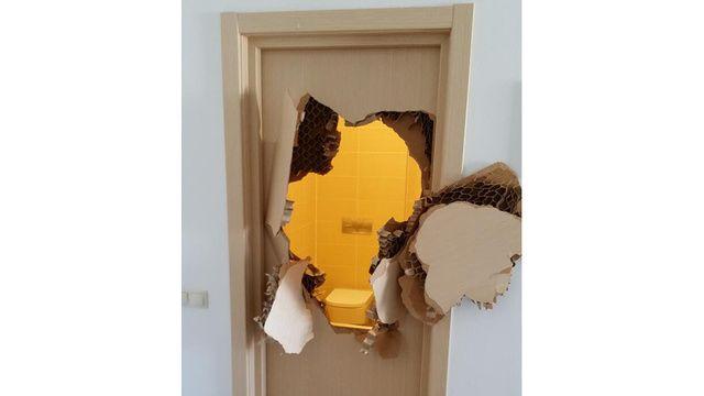 Kitörés (szocsi 2014, wc, ajtó, )