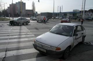 baleset (autóbaleset, )