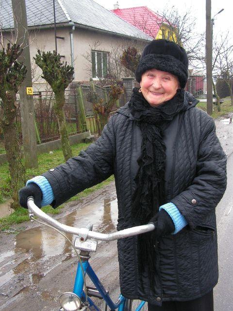 magdi néni ukrajnában  (ukrajna, kárpátalja, magdi néni)
