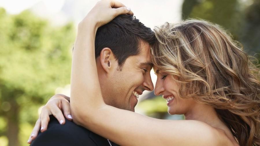 szerelmespár (szerelem, szerelmesek, párkapacsolat, udvarlás, )