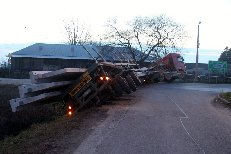 teherautó (teherautó baleset, )