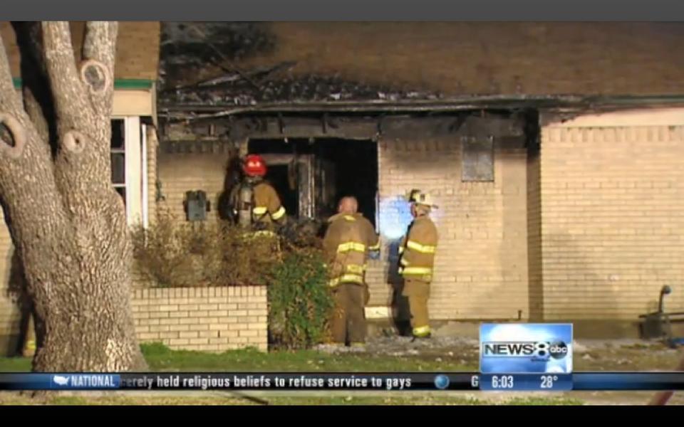 Tűzoltók (tűzoltól, tűz, kiégett ház, )