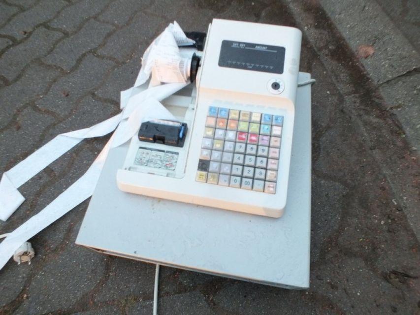 törött pénztárgép (pénztárgép)