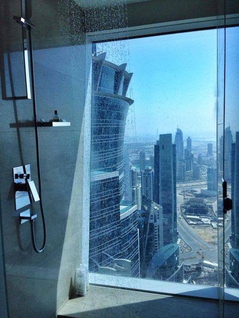 Dubai zuhany (dubai, zuhanyzó, )