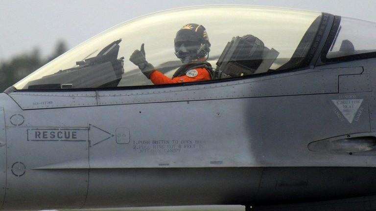 Vadaszgep(430x286)(1).jpg (vadászgép, pilóta, )