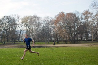 futó a margitszigeten (margitsziget, futás, jó idő, időjárás, )
