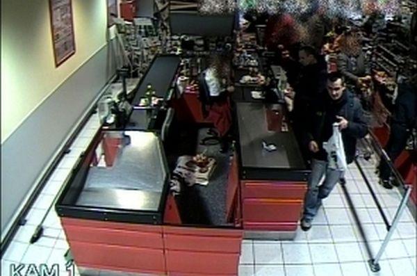 megtalálták a pénzt, a rendőrség keresi  (megtalálták a pénzt, a rendőrség keresi )