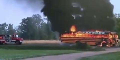 Kiégő iskolabusz (tűz, iskolabusz, kiég)