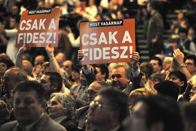 csak a fidesz (fidesz, transzparens)
