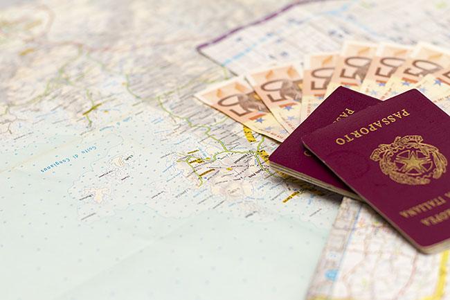 Letöltendőt kapott, mert több ezer euró kenőpénzt akart adni a magyar útlevelekért