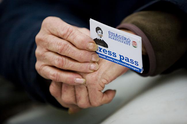Image: 73367190, Résztvevők az Egymillióan a sajtószabadságért Facebook-csoport tüntetésén a Szabad sajtó úton 2011. október 23-án., Place: Budapest, Hungary, License: Rights managed, Model Release: No or not aplicable, Property Release: Yes, Credit: smagpictures.com