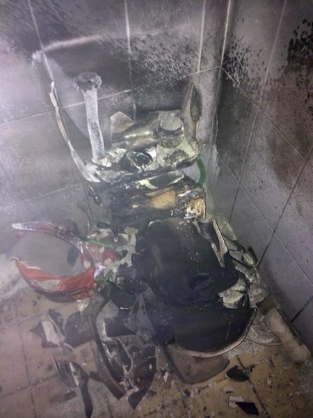Szétrobbant vécé (vécé, vécécsésze, robbanás, )