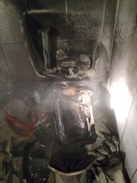 Szétrobbant vécé (vécé, robbanás, )
