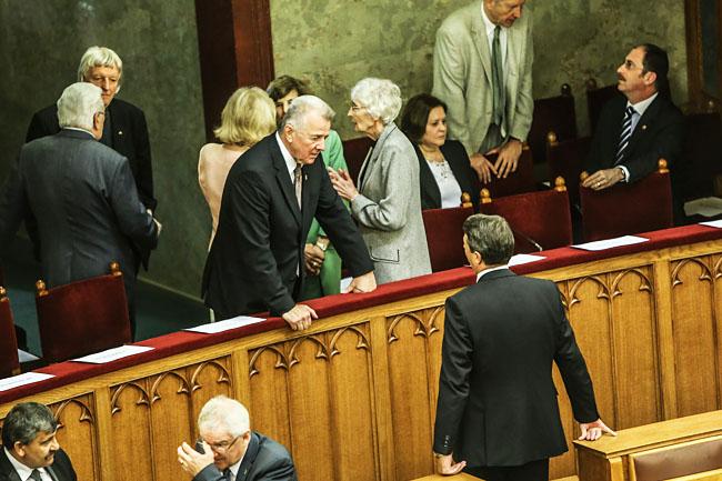 parlament (parlament, )