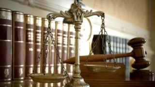 Birosag(430x286).jpg (bíróság, talár, ügyvédi talár, )