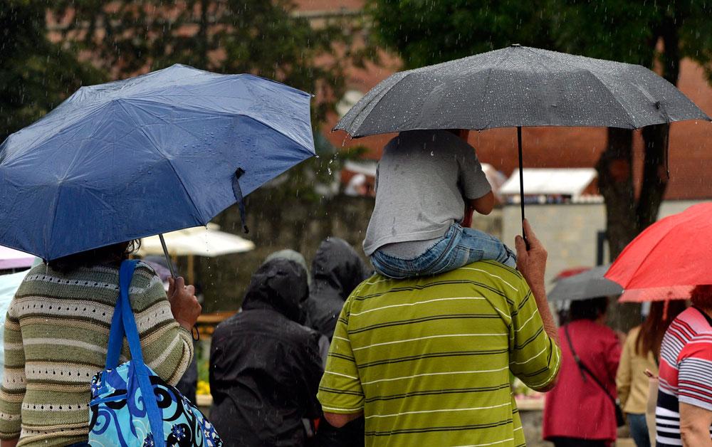 Esős augusztus 20. (Array)