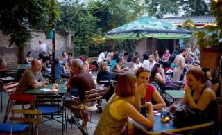 ellátó kert (ellátó kert, borravaló, ital, vendéglátás, turizmus)
