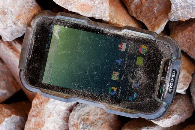 evolveo-d2-003 (mobilport, mobiltelefon, okostelefon, mobil, telefon, strapatelefon, strapamobil, evolveo, android, extrém sport, strapabíró, )