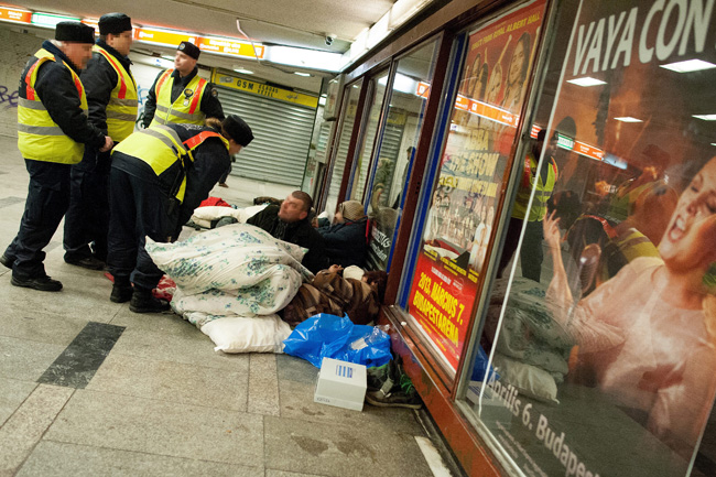 hajléktalanok (hajléktalanok, nyugati aluljáró)
