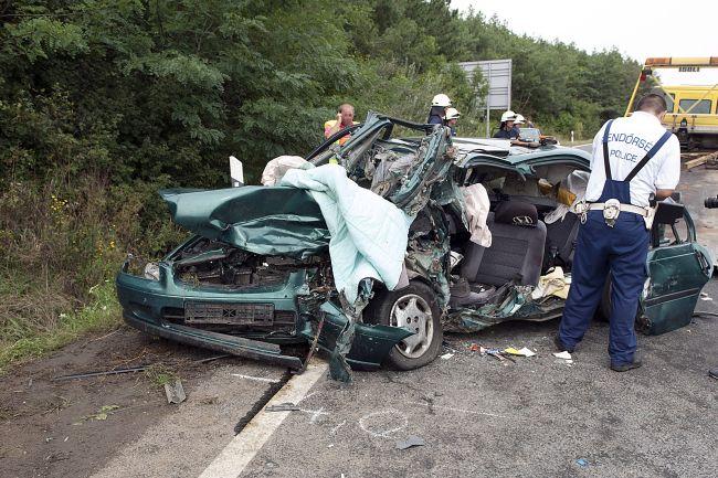 halálos baleset a 2-es úton (halálos baleset, )