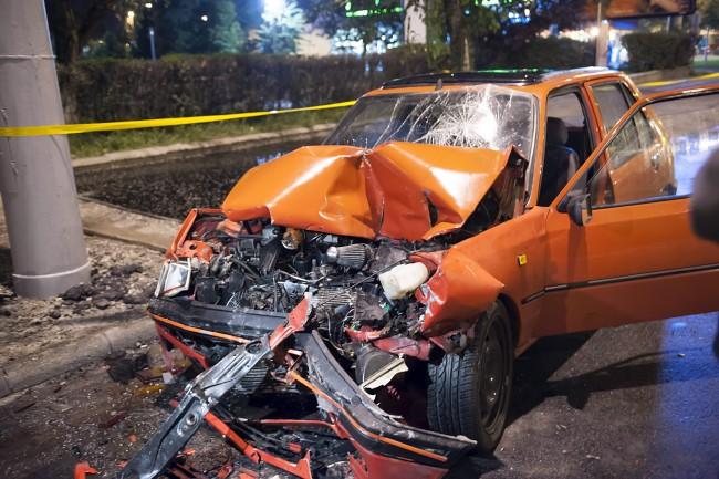 Baleset a Hungária körúton (baleset, autó, roncs, )
