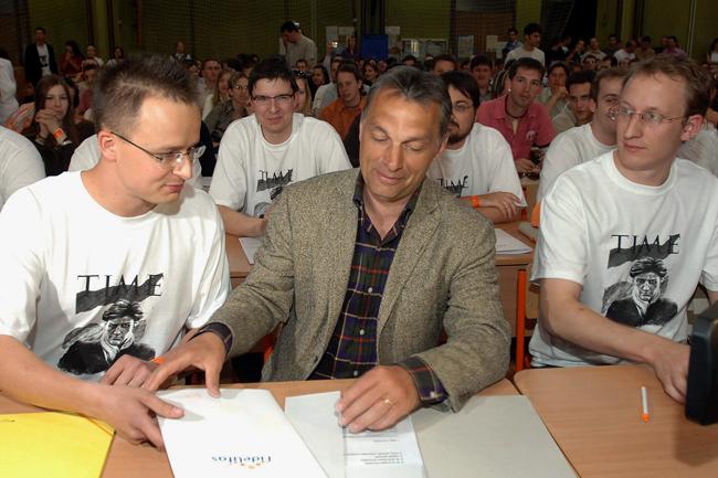Szíjjártó Péter (Szíjjártó Pter, Orbán Viktor, Fidelitas)