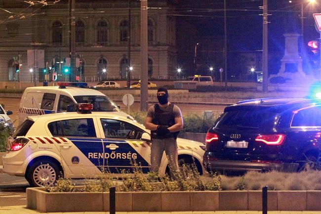 TEK (TEK, rendőröket fogtak el a Terrorelhárítási Központ munkatársai )