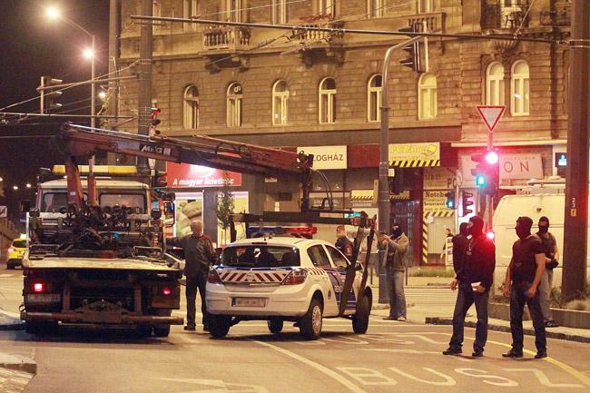 TEK (TEK, Rendőröket fogott el a TEK Budapesten  )