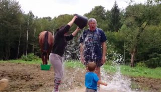 falus ferencet nyakon öntik (falus ferenc, ice bucket challenge)