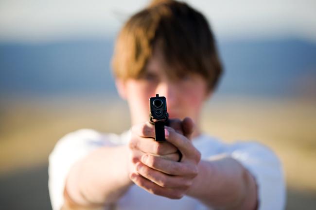 fegyver (fegyver, pisztoly, lőszer, támadás, tömeggyilkosság, lövés, elkövető)