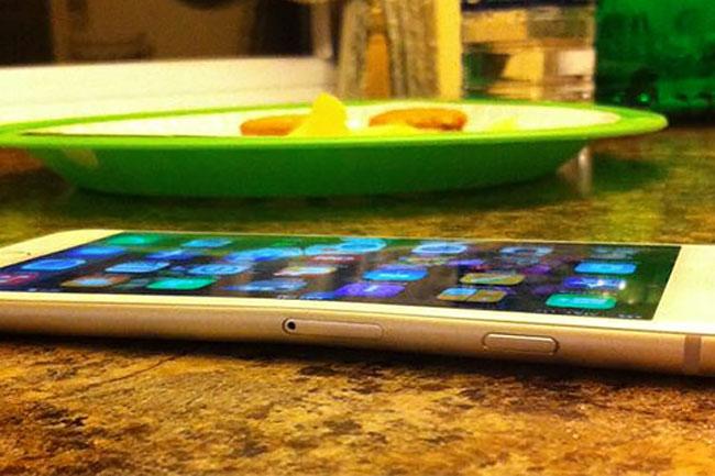iphone6-botrany-02 (mobilport, iphone, iphone 6, iphone 6 plus, apple, hiba, botrány, ios, ios 8, okostelefon, mobiltelefon, telefon, mobil, )
