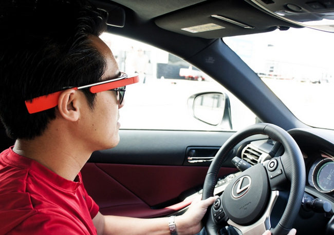 tn-vez (technet, sms, email, szövegfelismerés, autó, vezetés, google glass)