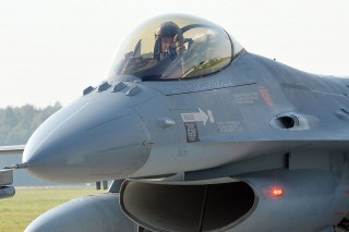 F-16 (F-16)