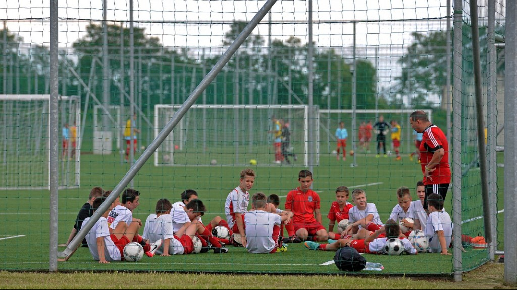 debreceni labdarúgó akadémia (debreceni labdarúgó akadémia)