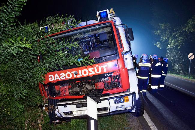 szarvassal ütközött a tűzoltóautó (baleset, tűzoltóautó)