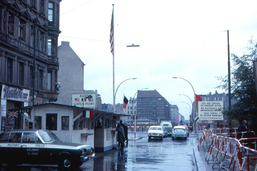 Checkpoint Charlie (határátkelő, berlin, hidegháború,)